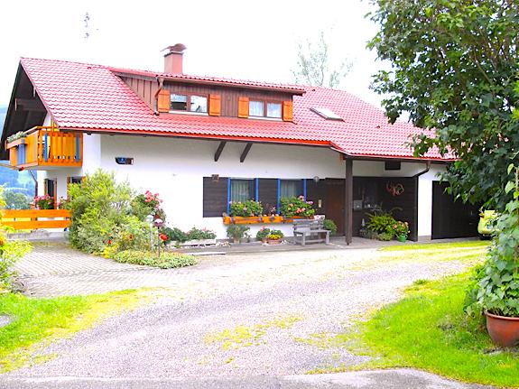 Blomeier-Ferienwohnungen-Bergblick-Seeblick-Allgaeu